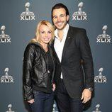 Britney Spears con su novio Charlie Ebersol en la Super Bowl 2015