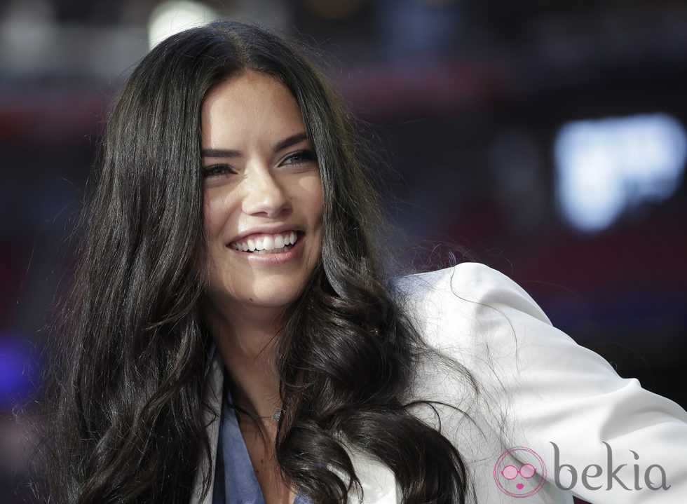 Adriana Lima en la Super Bowl 2015