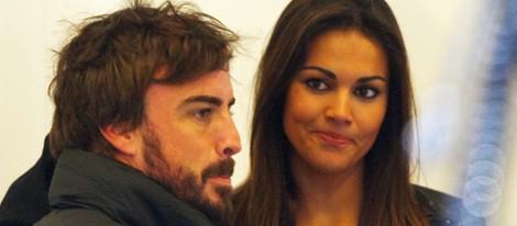 Fernando Alonso con Lara Álvarez en los entrenamientos de Fórmula Uno de Jerez