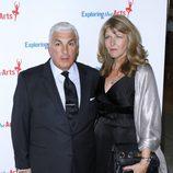 Mitch Winehouse y su esposa Jane en el 85 cumpleaños de Tony Bennett