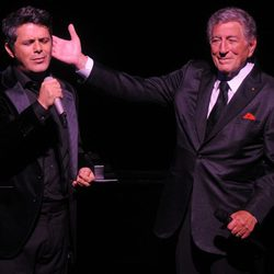 Alejandro Sanz y Tony Bennett en el 85 cumpleaños de Tony Bennett