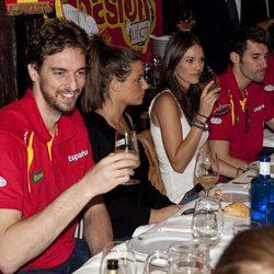Rudy Fernández, Helen Lindes, Pau Gasol y Silvia López, en la celebración de la victoria del Eurobasket 2011