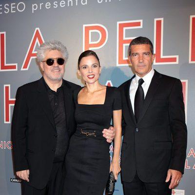 Pedro Almodóvar, Elena Anaya y Antonio Banderas en el estreno de