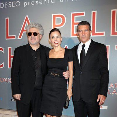 Antonio Banderas, Pedro Almodóvar y Elena Anaya en el estreno de