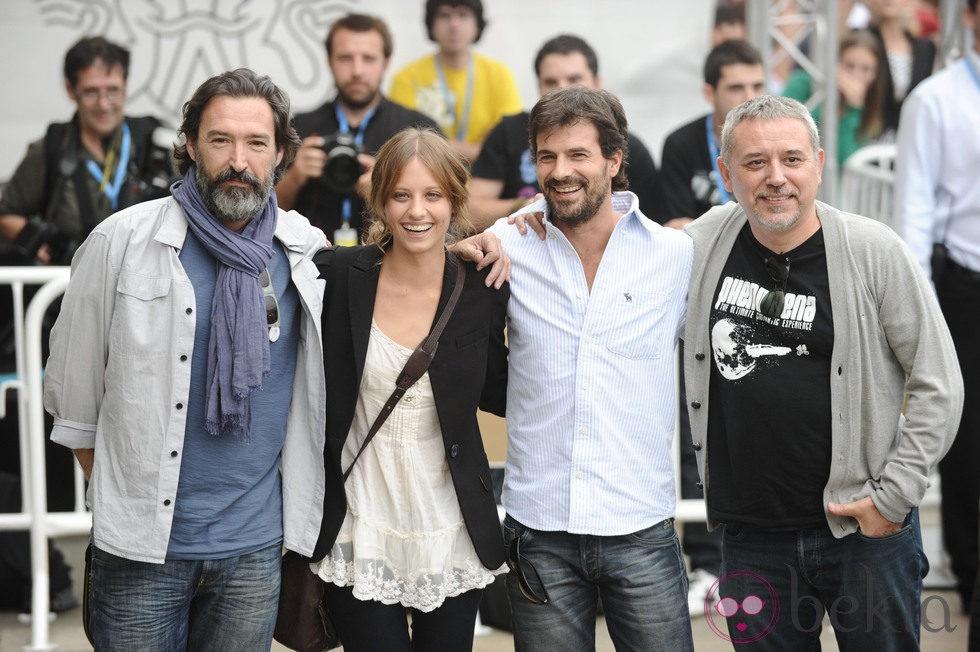 Ginés García Millán, Michelle Jenner y Rodolfo Sancho a su llegada a San Sebastián