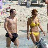 Andrés Iniesta y su novia Anna Ortiz en la playa