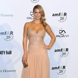 Bar Refaeli en la gala amfAR de la Milán Fashion Week 2011