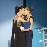 Bai Ling y María León se besan en la clausura del Festival de Cine de San Sebastián 2011