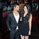 Las miraditas de Taylor Lautner y Lily Collins en el estreno de 'Abduction' en Londres