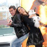 Antonio Banderas y Salma Hayek se divierten en la presentación de 'El gato con botas' en Moscú