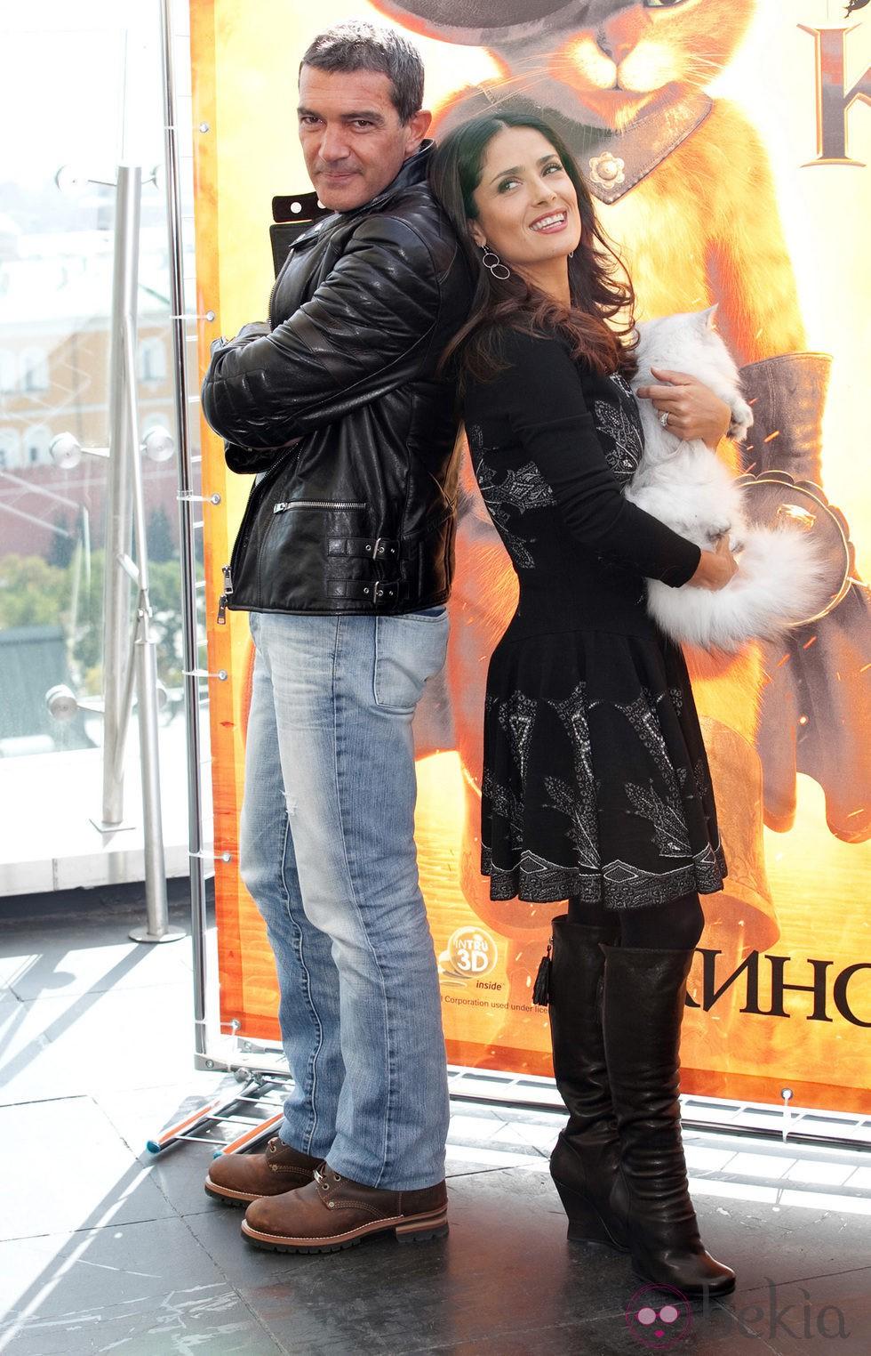 Antonio Banderas y Salma Hayek presentan 'El gato con botas' en Moscú