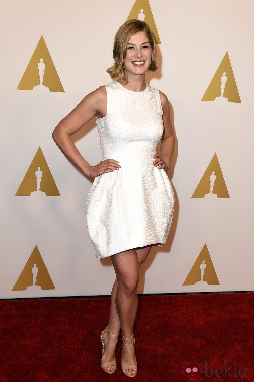 Rosamund Pike en el almuerzo de los nominados a los Premios Oscar 2015