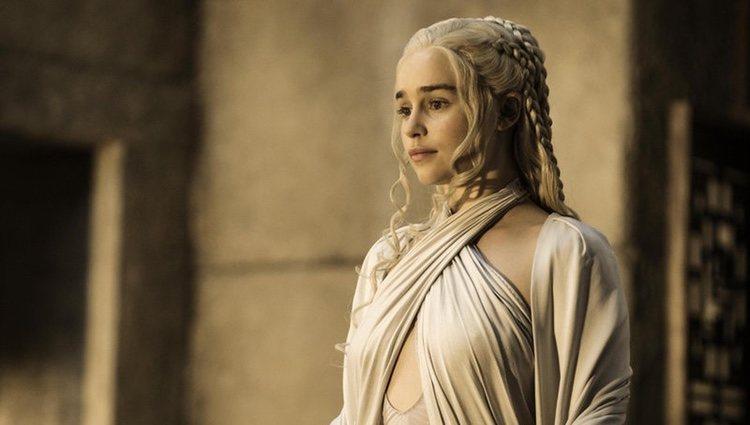 Emilia Clarke interpreta a Daenerys Targaryen en la quinta temporada de 'Juego de Tronos'