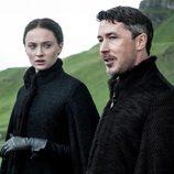 Sophie Turner y Aidan Gillen son Sansa Stark y Littlefinger en la quita temporada de 'Juego de Tronos'