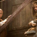 Conleth Hill y Peter Dinklage en la quinta temporada de 'Juego de Tronos'