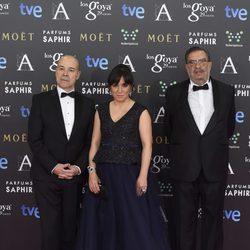 Antonio Resines, Judith Colell y Enrique González Macho en la alfombra roja de los Goya 2015