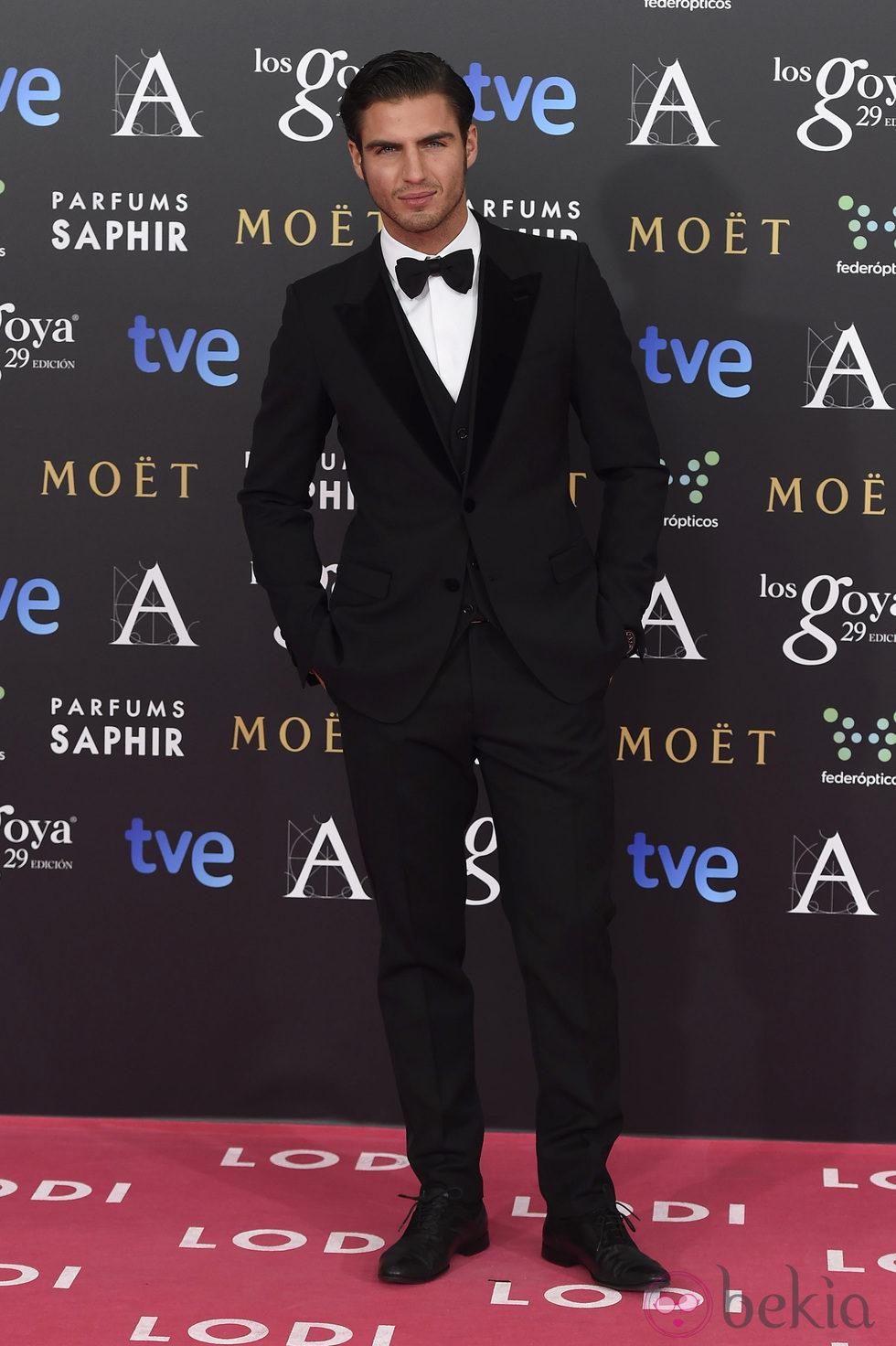 Maxi Iglesias en la alfombra roja de los Goya 2015