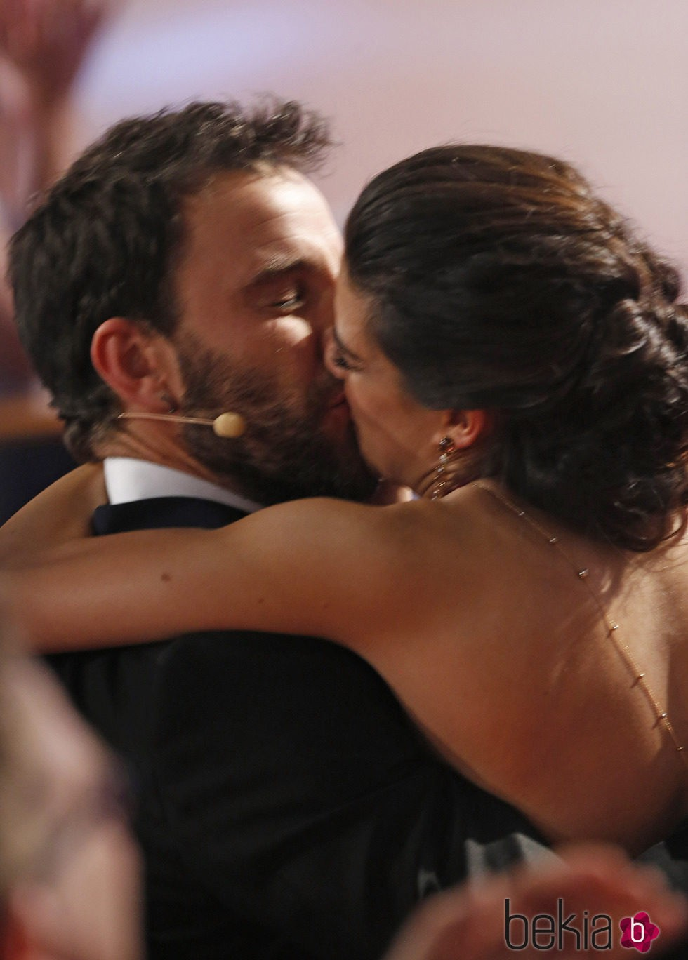 El beso de Clara Lago y Dani Rovira en los Goya 2015
