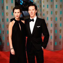 Benedict Cumberbatch y Sophie Hunter en los Premios BAFTA 2015