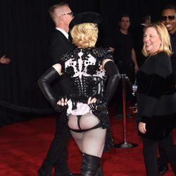 Madonna, con el culo al aire en los Grammy 2015