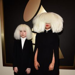 Sia y Maddie Ziegler en los Grammy 2015