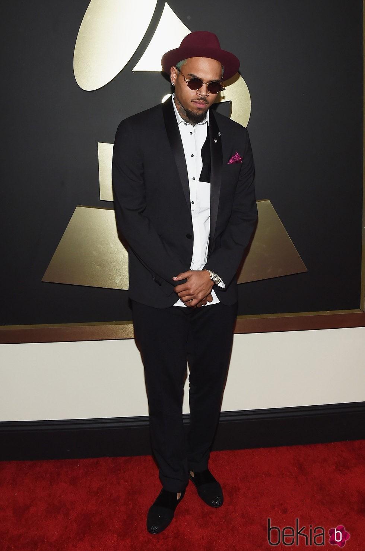 Chris Brown en la alfombra roja de los Grammy 2015