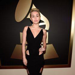 Miley Cyrus en la alfombra roja de los Grammy 2015
