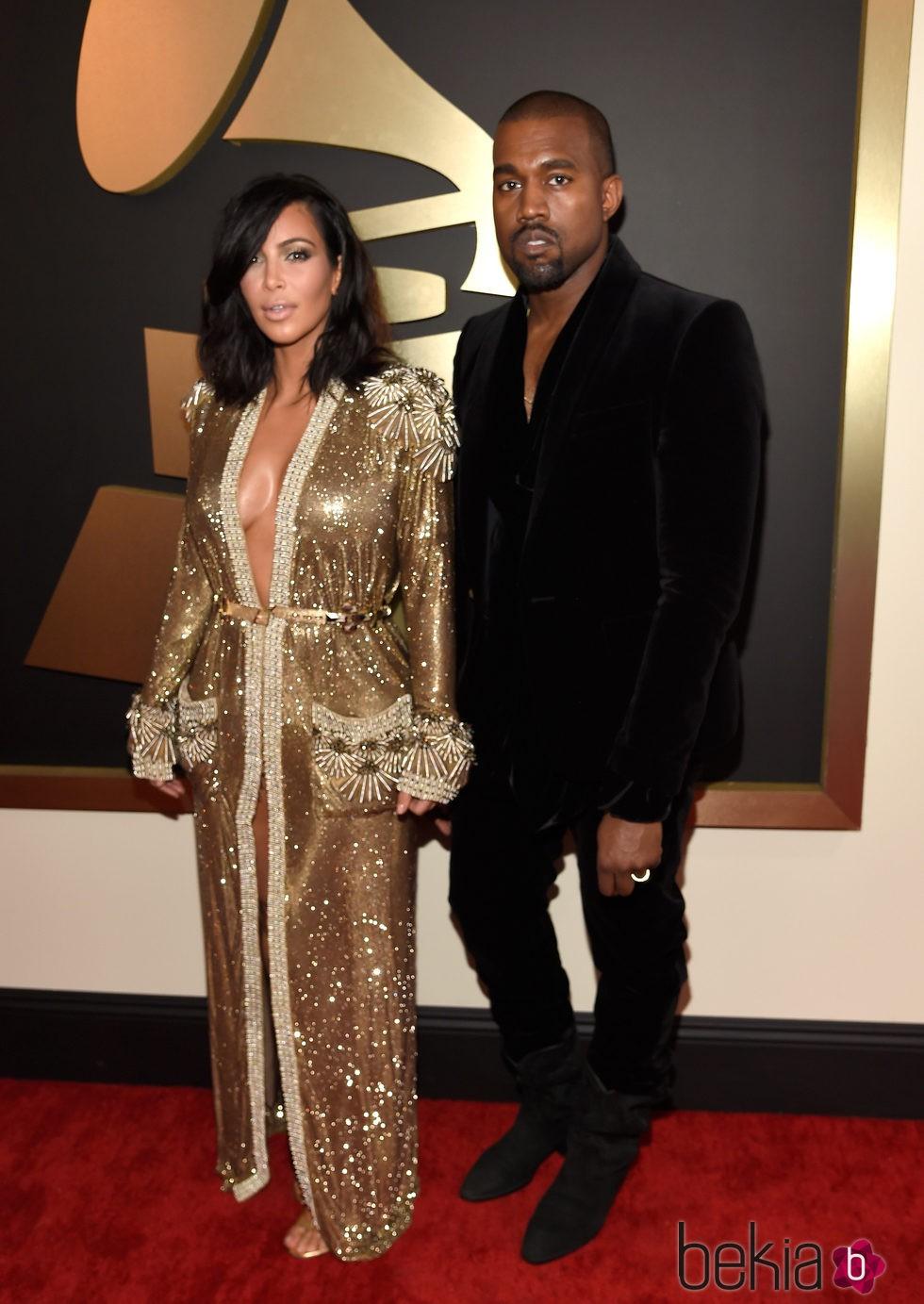 Kim Kardashian y Kanye West en los Grammy 2015
