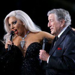 Lady Gaga y Tony Bennett actúan juntos en los Grammy 2015