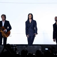 Paul McCartney, Rihanna y Kanye West actúan en los Grammy 2015