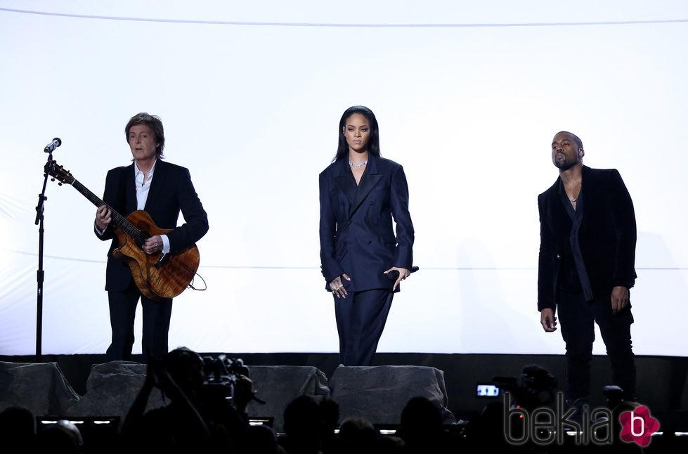 Paul McCartney, Rihanna y Kanye West actúan en los Grammy 2015