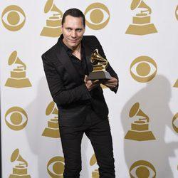 Tiesto posa con su premio Grammy 2015