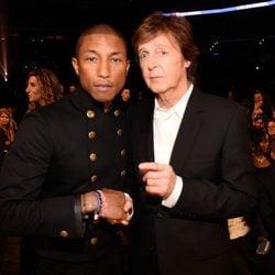Pharrell Wiilliams y Paul McCartney en los premios Grammy 2015