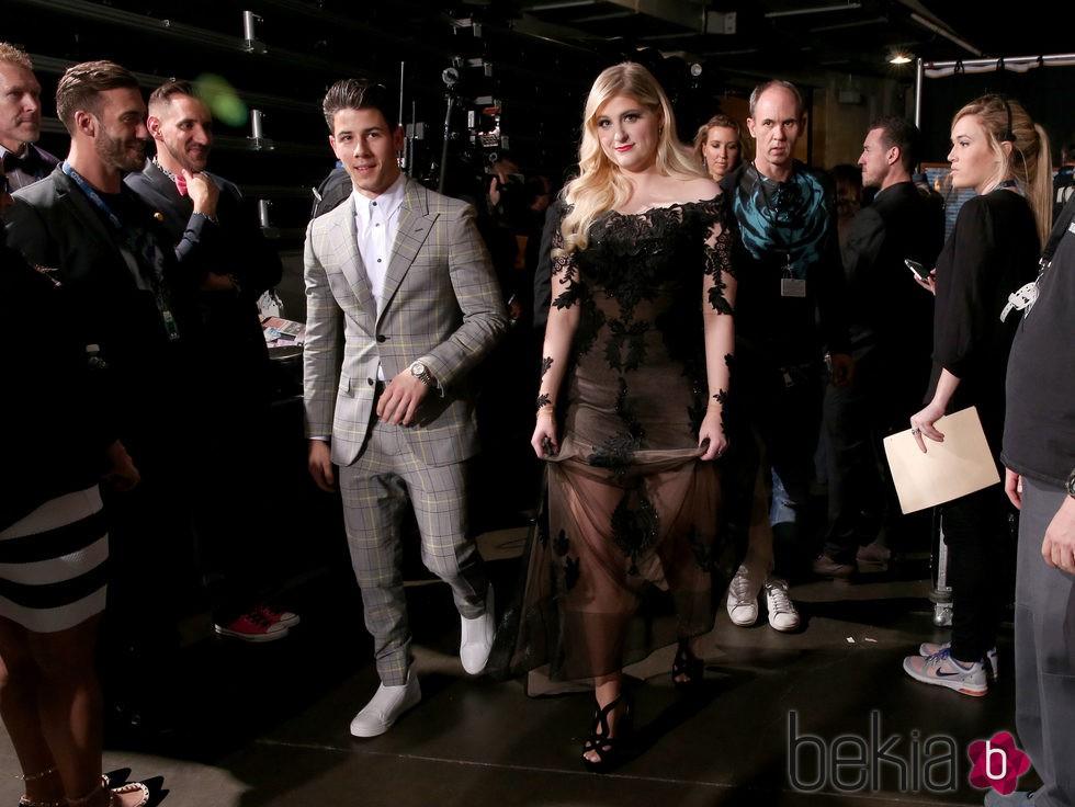 Nick Jonas y Meghan Trainor en los premios Grammy 2015