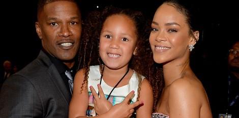 Rihanna con actor Jamie Foxx ea súa filla análise do bispo nos Grammy 2015 Premios