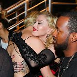 Miley Cyrus y Madonna se abrazan en los premios Grammy 2015