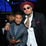 Usher y Chris Brown en los premios Grammy 2015