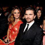 Juanes y Karen Martínez en los premios Grammy 2015