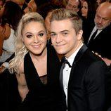 Hunter Hayes y Libby Barnes en los premios Grammy 2015
