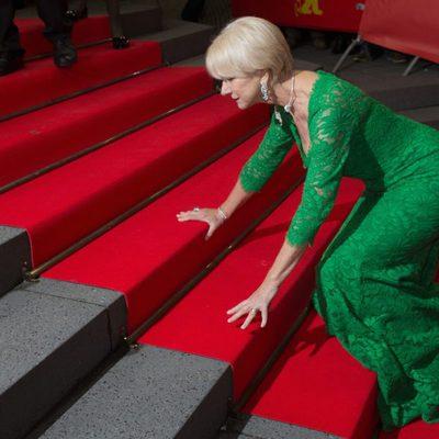 Caída de Helen Mirren en el Festival de Cine de Berlín 2015