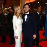 Sam Taylor-Johnson con su marido Aaron Taylor-Johnson en el estreno de 'Cincuenta sombras de Grey' en la Berlinale 2015