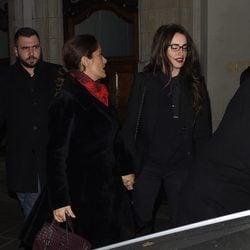 Penélope Cruz y Salma Hayek llegando a una cena en Londres