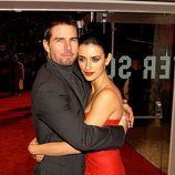 Penélope Cruz y Tom Cruise abrazados en el estreno de 'El último Samurai'