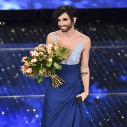 Conchita Wurst recibe el cariño del público del Festival de Sanremo 2015