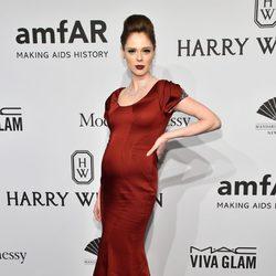Coco Rocha presume de embarazo en la gala AmfAR 2015 de Nueva York
