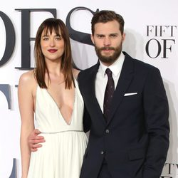 Jamie Dornan y Dakota Johnson en la premiére londinense de 'Cincuenta sombras de Grey'