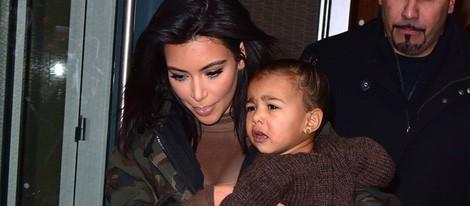 Kim Kardashian lleva a North West al desfile de Kanye West para Adidas en la New York Fashion Week