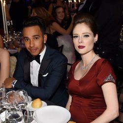 Lewis Hamilton y Coco Rocha durante la gala AmfAR 2015 en Nueva York