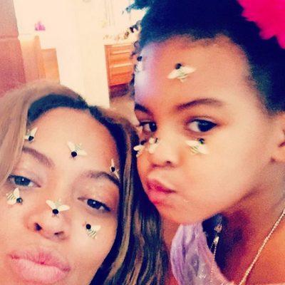 Beyoncé y Blue Ivy juegan con unas abejas de juguete