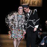 Kelly Osbourne y Brad Goreski en el desfile Fashion for Relief de Nueva York